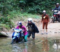 Nghệ An: Cô giáo băng rừng, lội suối gieo chữ cho học sinh miền biên viễn