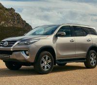 Toyota Fortuner khó bán khi giá tăng 200 triệu