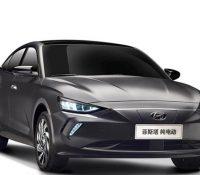 Hyundai Elantra có thêm phiên bản chạy bằng điện